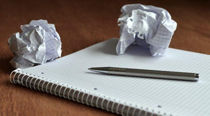 Papierknäuel Memo Büro aufschreiben